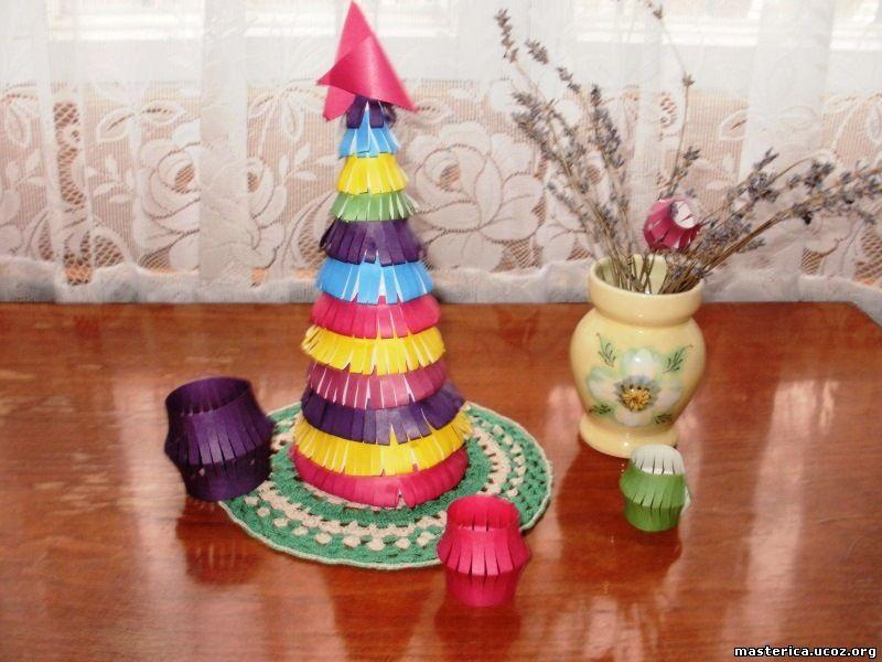 разноцветная елочка из бумаги