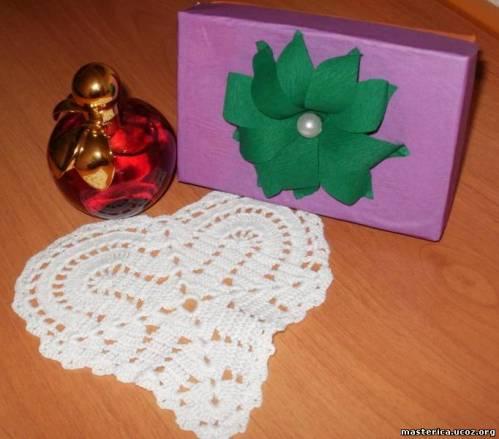 салфетка в форме сердечка