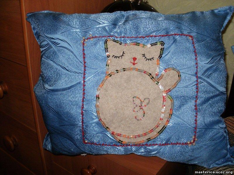 подушка с аппликацией