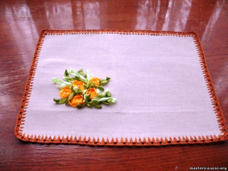 вышивка лентами на салфетке